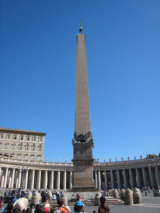 Iglica Kleopatry w Watykanie na placu Apostoła Piotra
