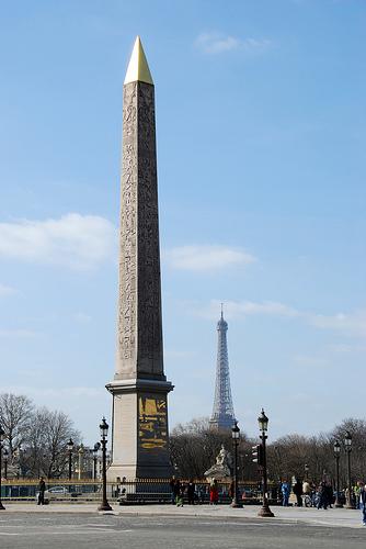 Iglica Kleopatry na placy zgody w Paryżu