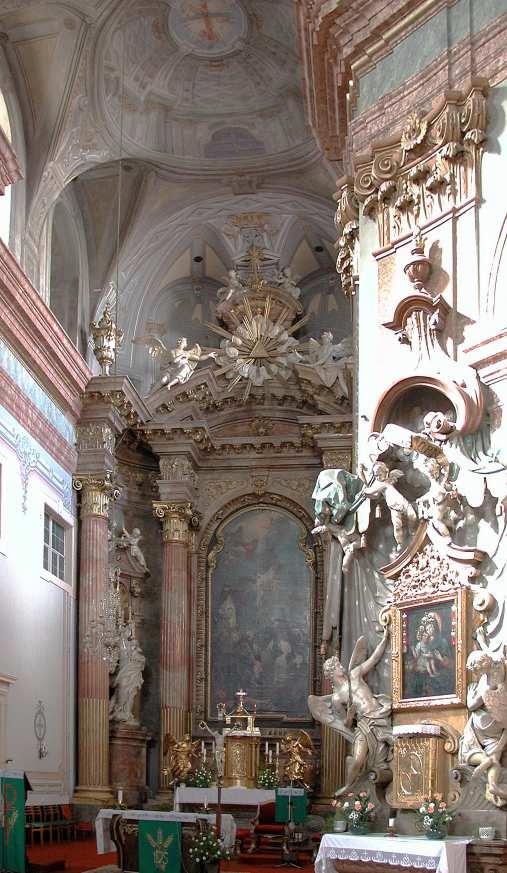Wnętrze kościoła i wszystkowidzące oko